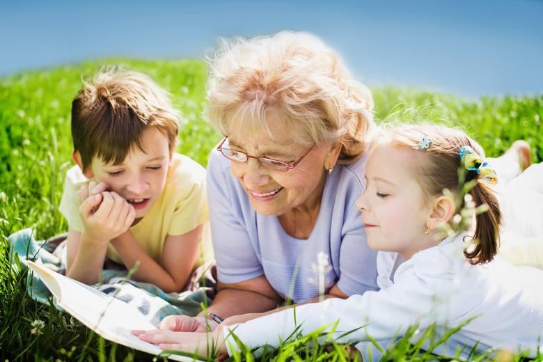 Najlepsze życzenia na Dzień Babci. Tradycyjne życzenia dla babci. Twoja pamięć i laurka ucieszy każdą babcię