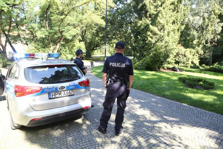 Białystok. W parku znaleziono zwłoki mężczyzny (zdjęcia)