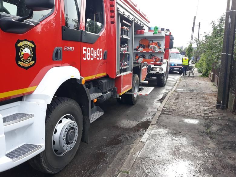 Do tragicznych wydarzeń doszło w czwartek po południu, tuż po burzy, która przeszła przez Zgierz. Strażacy OSP Kania Góra zostali wezwani do pomocy w