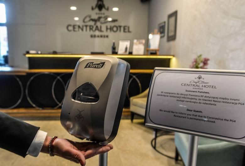 Do 27 grudnia hotele mogły przyjmować osoby przebywające w podróży służbowej. Od 28 grudnia do 17 stycznia jest to zabronione. Z hoteli będą mogli korzystać