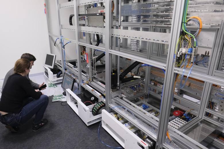 Robot apteczny w szpitalu na Bielanach to tylko jedno z wielu supernowoczesnych urządzeń w mieście. CZYM JESZCZE MOŻE POCHWALIĆ SIĘ TORUŃ? CZYTAJ DALEJ
