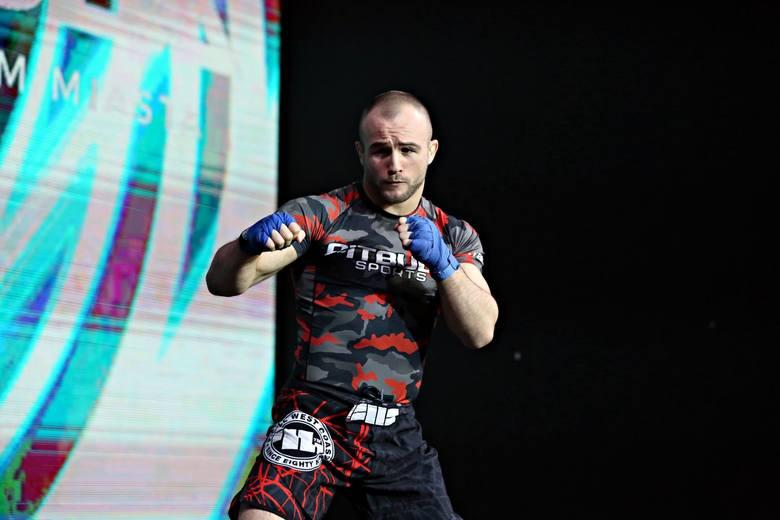 Mateusz Rębecki to aktualnie mistrz wagi lekkiej w organizacji FEN.