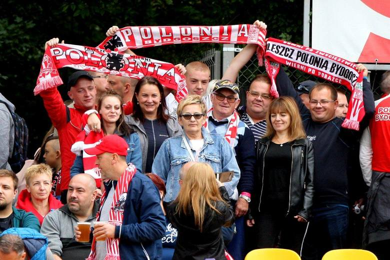 Ponad tysiąc kibiców żużlowej Polonii pojechało do Poznania, by wspierać swoich ulubieńców.ZOBACZ ZDJĘCIA Z TRYBUN >>>