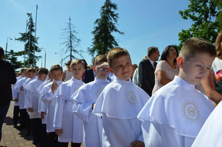 KOMUNIE: I Komunia Święta w parafii Najświętszego Serca Pana Jezusa w Skierniewicach