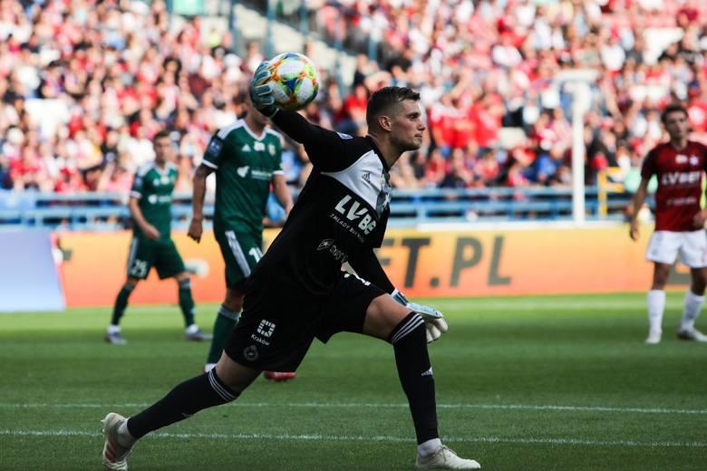 Michał Buchalik z Wisły Kraków podczas meczu ze Śląskiem Wrocław