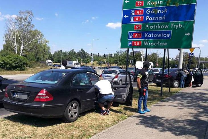 Kibol z bojówki ŁKS Łódź zatrzymany przez policjantów z Łodzi. Namierzyli go na skrzyżowaniu przy Włókniarzy w Łodzi [ZDJĘCIA]