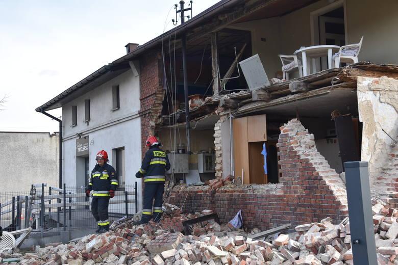 Wybuch gazu zburzył ścianę domu w Bełku. Ucierpiał 16-latek