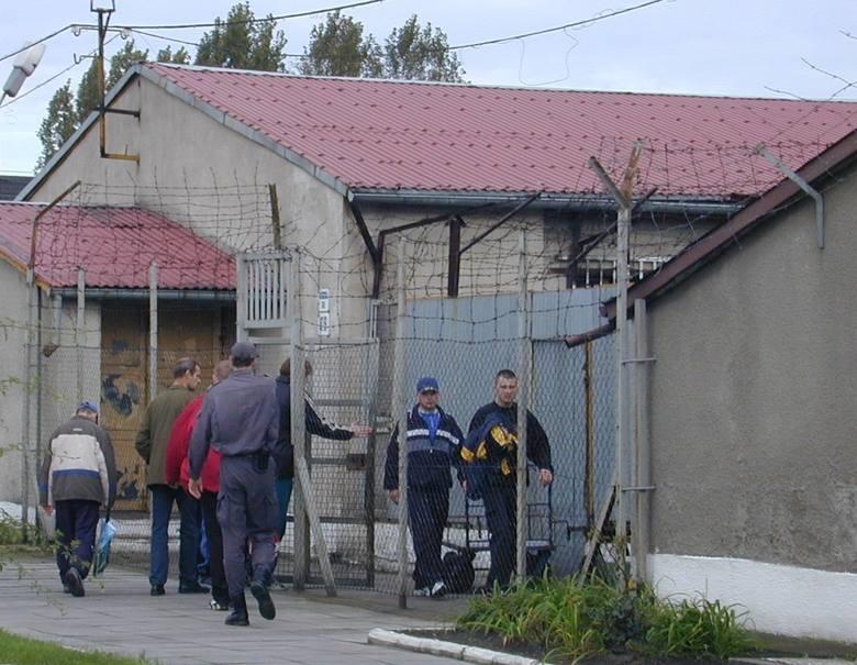 Spora grupa osadzonych w stargardzkim Zakładzie Karnym od kwietnia będzie pracować w firmach w Szczecinie. W Stargardzie jest większy kłopot z ich z