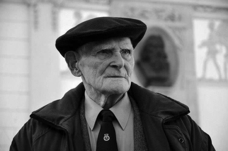Stanisław Jakubczyk (1916 - 2018)Malarz, rzeźbiarz, filmowiec oraz literat, Honorowy Obywatel Miasta Iwonicz-Zdrój. Ukończył krakowską ASP, Studium Pedagogiczne