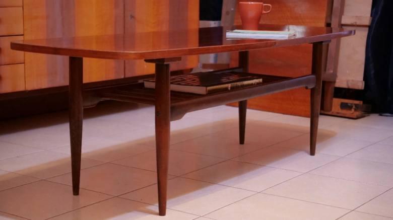 Stolik jamnikByć może Wasze ciocie albo babcie nadal serwują kawę przy stoliku typu jamnik. W latach 60. można je było spotkać w wielu mieszkaniach.