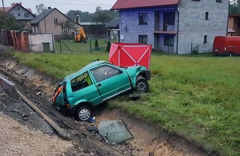 A to Zarzecze w powiecie olkuskim. 65-letni kierowca fiata cinquecento, który doprowadził do wypadku, był pijany. Miał 1,6 promila alkoholu we krwi.
