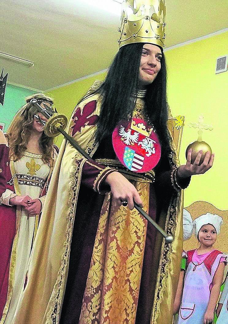Przybywa Królowa Jadwiga.