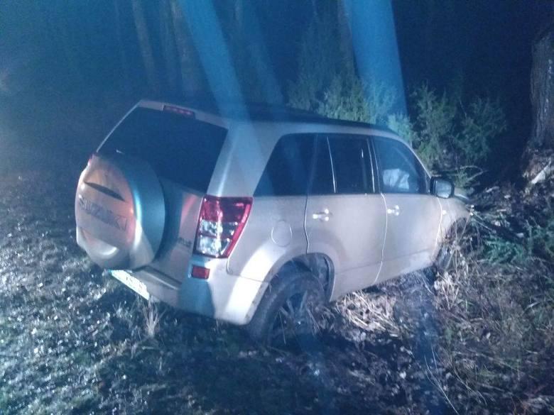 Kolejne zdarzenie odnotowano na trasie Hajnówka-Kleszczele, w którym to pojazd osobowy zjechał do rowu. Autem podróżowały cztery osoby, w tym dwoje dzieci,