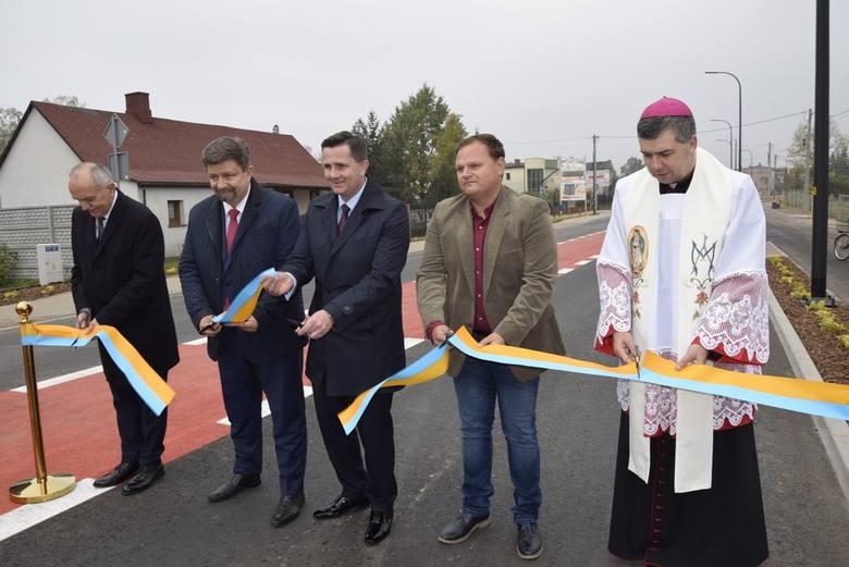W piątek, 25 października odbyło się uroczyste otwarcie ulicy Kozietulskiego. Przypomnijmy, że od maja ulica ta była w przebudowie, a na jej skrzyżowaniu z ul. 1 Maja powstało rondo. Inwestycja kosztowała ponad 11,1 mln zł, a jej dofinansowanie wyniosło 2 mln zł.