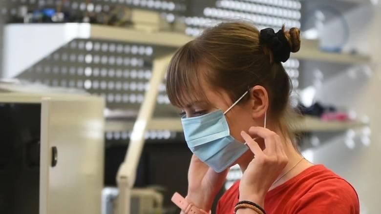 Czy maseczki chronią przed koronawirusem? Żeby to sprawdzić, wrocławska firma skorzystała z urządzenia, które niedawno było używane do badań prowadzonych