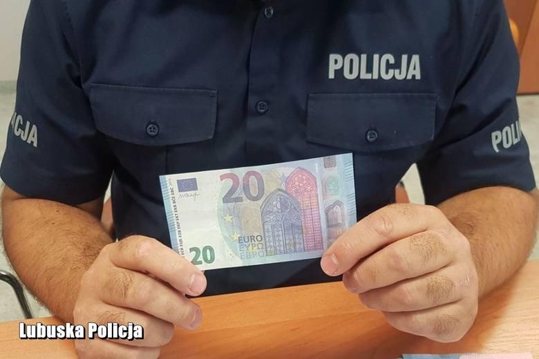 Chcieli zapłacić fałszywymi banknotami. Policjanci zatrzymali 4 podejrzanych i zabezpieczyli fałszywe pieniądze.