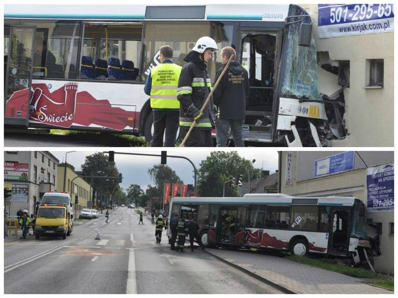Wypadek w Świeciu. Autobus zderzył się z busem i wbił się w budynek. Siedem osób rannych