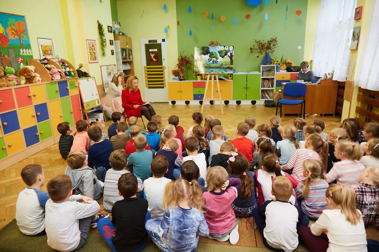 Agnieszka Servaas czytała dzieciom bajki