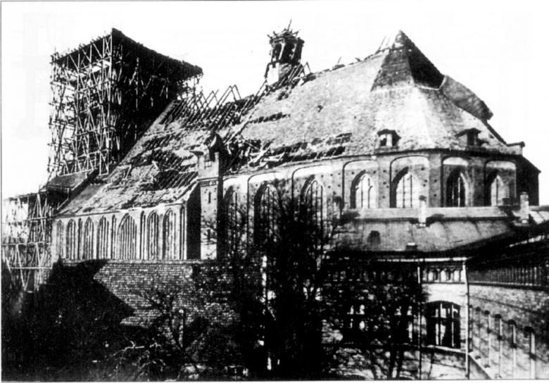 Te zniszczenia nie pochodzą z II wojny światowej to efekt orkanu z 1894 roku.