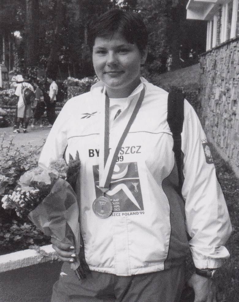 Kamila Skolimowska ze złotem mistrzostw świata juniorów młodszych w Bydgoszczy w 1999 roku.