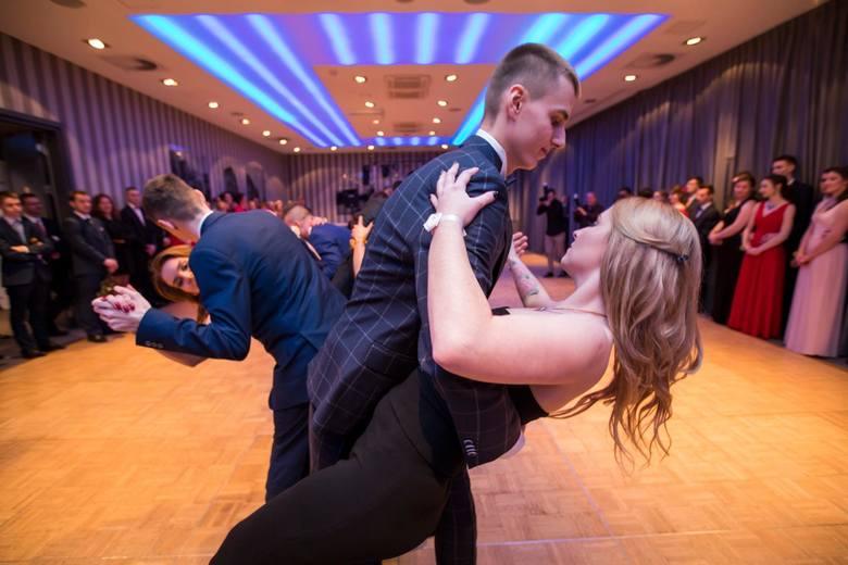 Zespół Szkół Gastronomicznych w Bydgoszczy w nocy z soboty na niedzielę (3-4 lutego 2018) zorganizował bal studniówkowy w Holiday Inn. Nasz fotoreporter