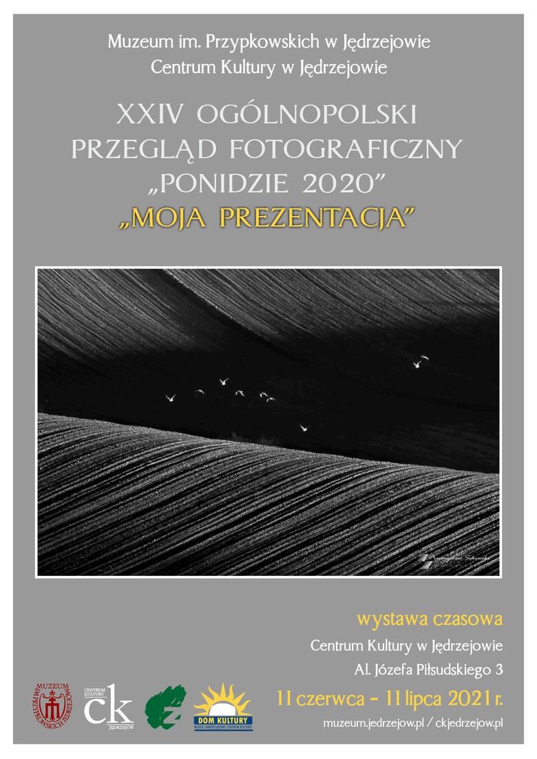 """Otwarcie wystawy fotograficznej """"Moja Prezentacja"""" w Centrum Kultury w Jędrzejowie. Zaprezentowane zostaną też aparaty podarowane"""