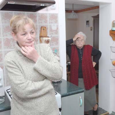 - Nie wiem jak my teraz będziemy żyli, jeśli druga firma nie zrobi dachu - martwi się Małgorzata Woźniak.