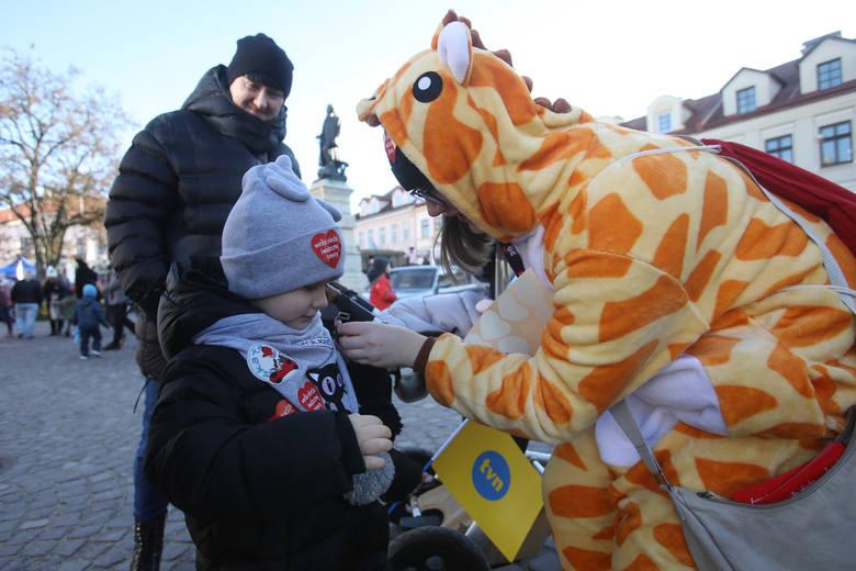 Na Rynku w Rzeszowie rozpoczęły się imprezy Wielkiej Orkiestry Świątecznej Pomocy. Zobaczcie zdjęcia.Co wydarzy się w trakcie 28. finału? Sprawdźcie: