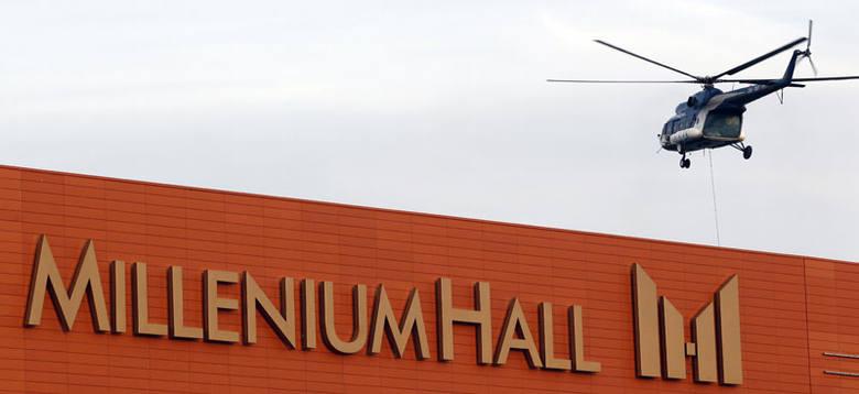 Helikopter nad Millenium Hall. Zdjęcia i film