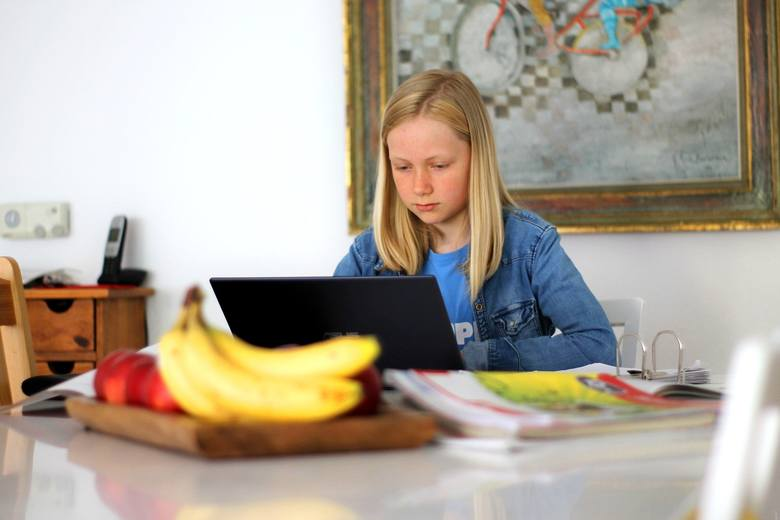 Czy nauczanie zdalne zdało egzamin wiosną? Ogólnopolski Operator Oświaty przeprowadził badania, które pokazuje, jakie stoją przed nami wyzwania. by poprawić