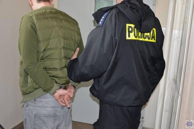 Policjanci z Opola i Kluczborka zatrzymali 25-letniego kierowcę volkswagena oraz jego 34-letniego pasażera, którzy wieźli 2 kg amfetaminy.