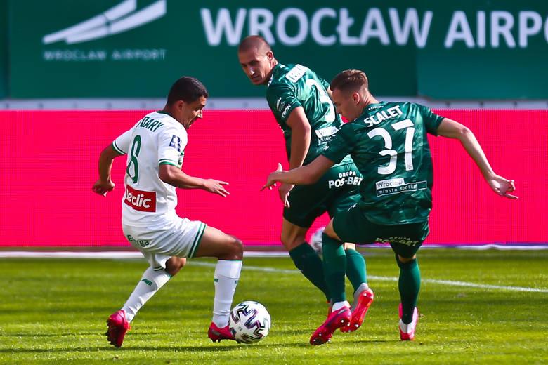 Śląsk Wrocław przegrał z Lechią Gdańsk 1:2 w ostatnim meczu sezonu 2019/2020. Wrocławianie zakończyli sezon na 5. miejscu w tabeli. Oceniliśmy piłkarzy