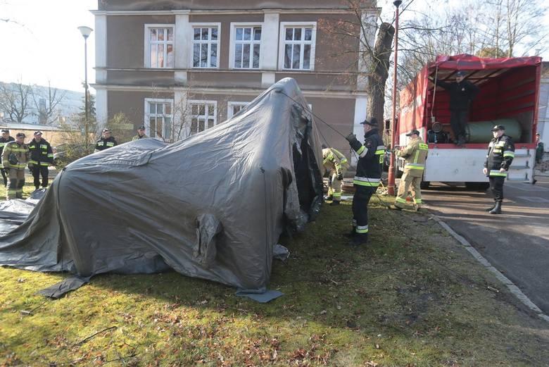 Ćwiczenia na terenie szpitala przy ul. Arkońskiej w Szczecinie.