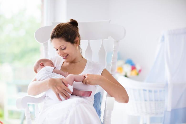 Karmienie piersią niesie ze sobą dużo korzyści zarówno dla matki, jak i dla dziecka. Niestety ma też swoje ciemne strony, z którymi nie łatwo sobie poradzić.