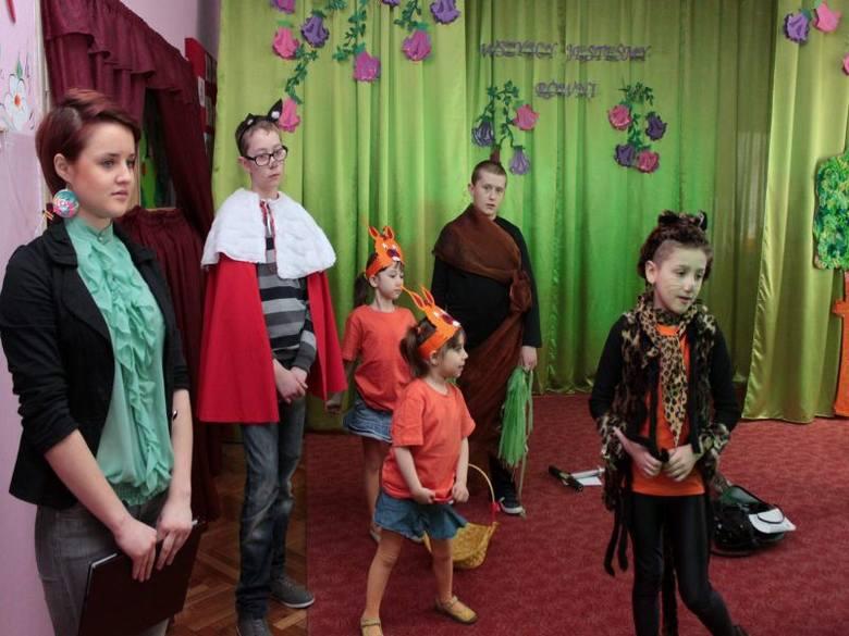 Niecodzienni aktorzy w mini sztuce teatralnej. Tydzień Osób Niepełnosprawnych w przedszkolu