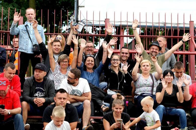 Zooleszcz Polonia Bydgoszcz pokonała Kolejarza Rawicz 54:36. To był ostatni mecz sezonu zasadniczego, który bydgoska drużyna zakończyła na pozycji lidera.ZOBACZ: