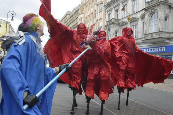 Parada maszkaronów na ul. Piotrkowskiej