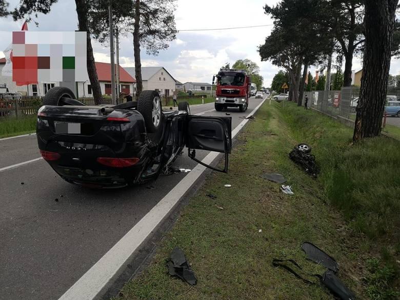 Wypadek w Rzekuniu Kolonii na drodze wojewódzkiej nr 627. Kierowca seata w szpitalu