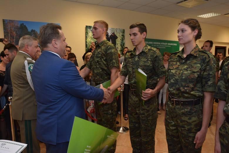 8 lipca w komendzie Podlaskiego Oddziału Straży Granicznej odbyło się uroczyste ślubowanie 17 nowo przyjętych do służby funkcjonariuszy.
