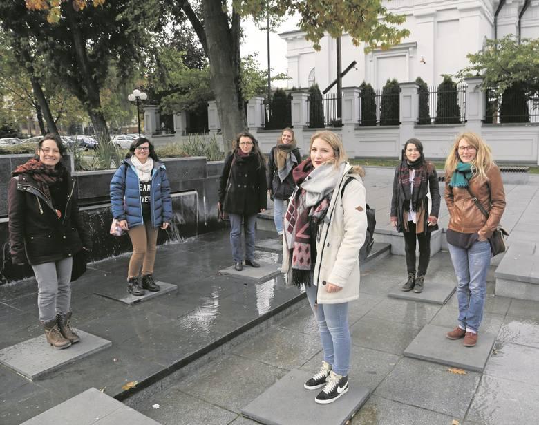 Wolontariuszki z zagranicy przekonują, że pobyt w Polsce to dla nich niesamowita szkoła życia. Mogą się też wiele nauczyć.