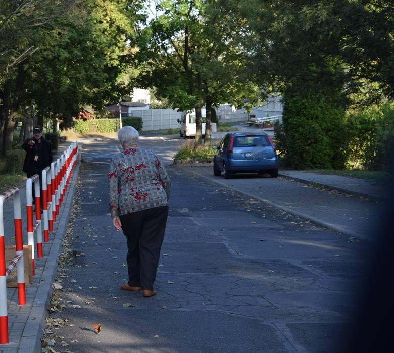 Dom Pomocy Społecznej dla Kombatantów w Zielonej Górze. W miniony czwartek przed siedzibą odbyła się pikieta - wraz wsparcia dla jego mieszkańców.