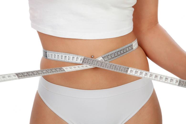 Co jeść, by mieć płaski brzuch? Zgrabna talia to nie tylko kwestia zlikwidowania zbędnego tłuszczyku. Warto też zadbać o sprawne trawienie, usuwanie
