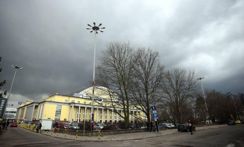 BURZA i gradobicie w Łodzi! Dziś jeszcze deszcz, grad i bardzo silny wiatr!