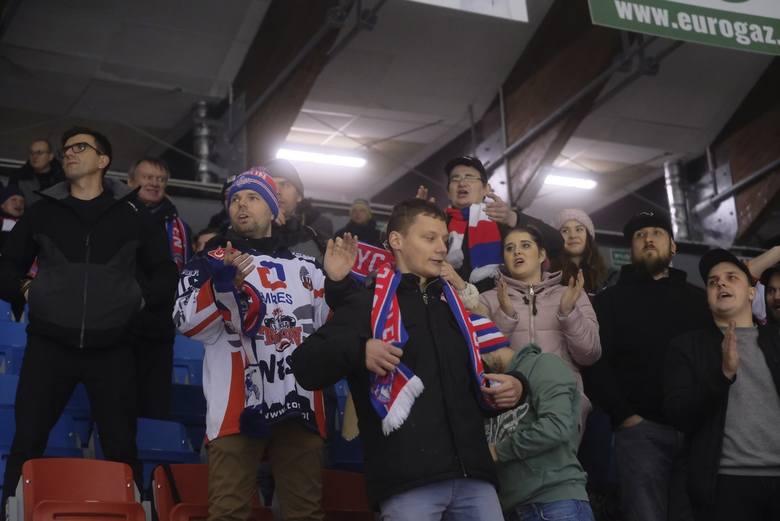 KH Energa Toruń pokonał Podhale Nowy Targ 3:2 (2:0, 0:1, 0:1, d.1:0) w piątkowym meczu Polskiej Hokej Ligi. Torunianie prowadzili po pierwszej tercji
