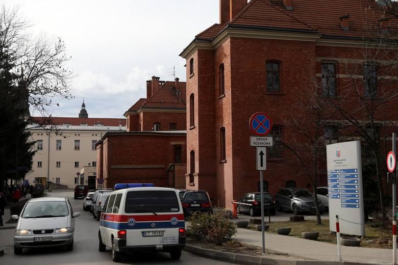 Za ponad 283 mln zł, płatne w 10 ratach, miasto ma kupić sześć działek o powierzchni 9,1 hektara, na których stoją 24 budynki. Chodzi głównie o rejon