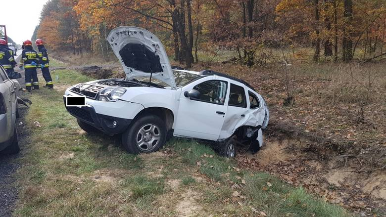 Na drodze krajowej 91 w Bobrach pod Radomskiem 23-letni mieszkaniec Czeladzi kierujący oplem vectra, na lewym pasie ruchu zderzył się z jadącą w tym