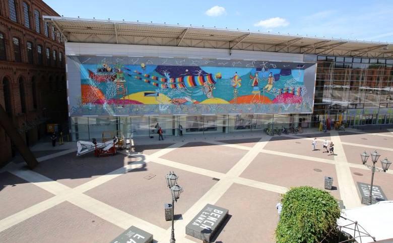 Mural w Manufakturze przedstawia podwodny świat.