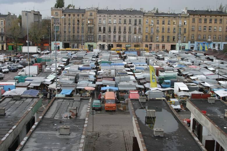 Lata osiemdziesiąte. Jak wyglądała wtedy Łódź? Życie wyglądało wtedy zupełnie inaczej. Na przykład odzianie hucznie powitali 1980 roku. Bawili się na