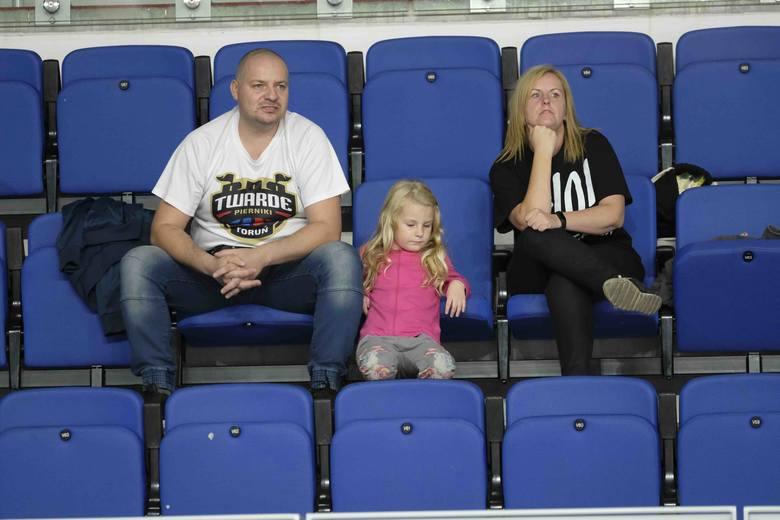 Świetny mecz, wielkie emocje i głośny doping z obu stron. Takie były derby koszykarzy Polski Cukier Toruń - Enea Astoria Bydgoszcz. Byliście w Arenie