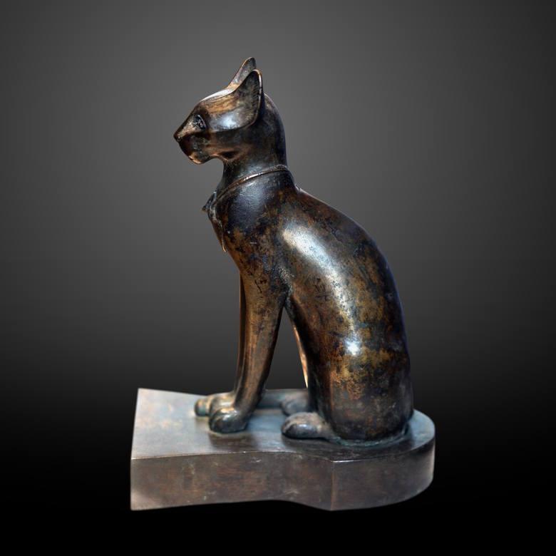W starożytnym Egipcie kot był zwierzęciem świętym utożsamianym z boginią Bastet, patronką miłości, zabawy i domowego ogniska<br />